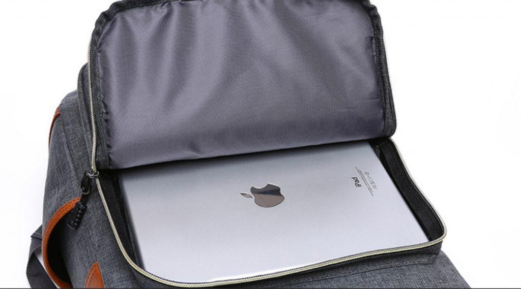 kantong depan cukup untuk tempat ipad